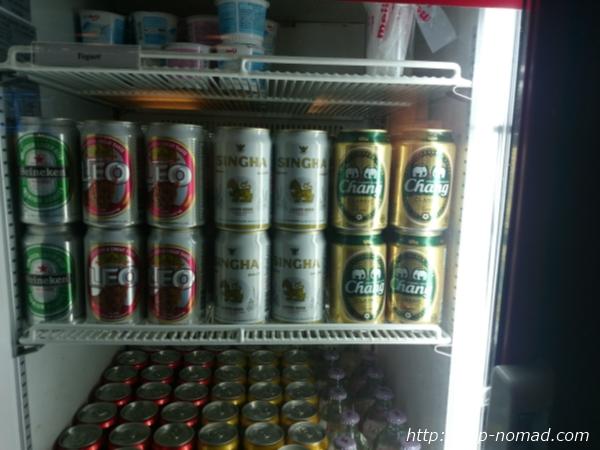 バンコク・スワンナプーム国際空港ラウンジ缶ビール画像