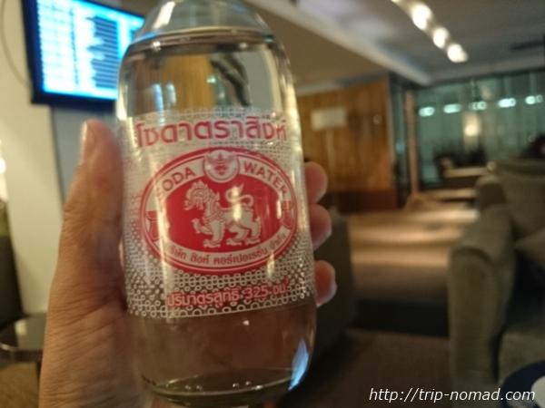 バンコク・スワンナプーム国際空港ラウンジミネラルウォーターガス入り画像