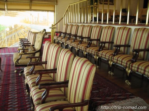 『トルクメニスタン・アハルテケ』競馬場貴賓席画像