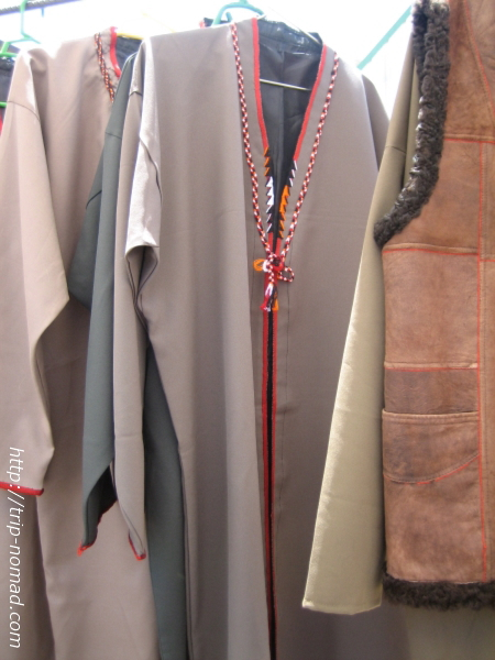 トルクメニスタン『民族衣装』上着画像 こちらは少し薄手のタイプ。 これが『トルクメニスタン』の伝