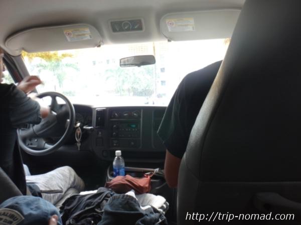 『アンプサーフ ハワイ(AMP SURF HAWAII)』移動中の車の中画像