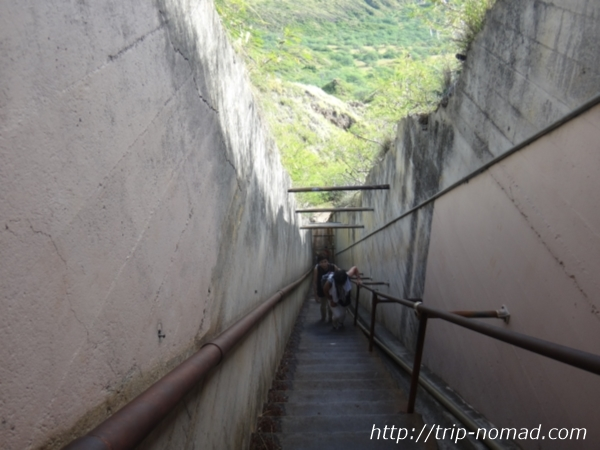 『ダイヤモンドヘッド』登山道階段画像