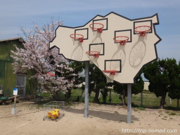 『瀬戸内国際芸術祭』「勝者はいない─マルチ・バスケットボール」画像