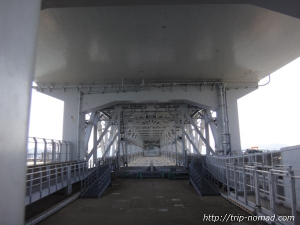 『明石海峡大橋』の真下画像
