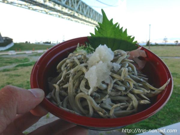 「道の駅あわじ」で『明石海峡大橋』を見ながらご飯を食べる画像