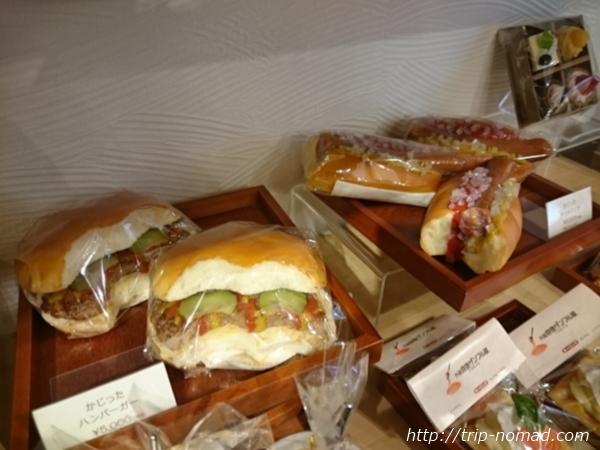 東京浅草「合羽橋道具街」食品サンプル屋『元祖食品サンプル屋 』かじりかけのハンバーガーとホットドッグ画像