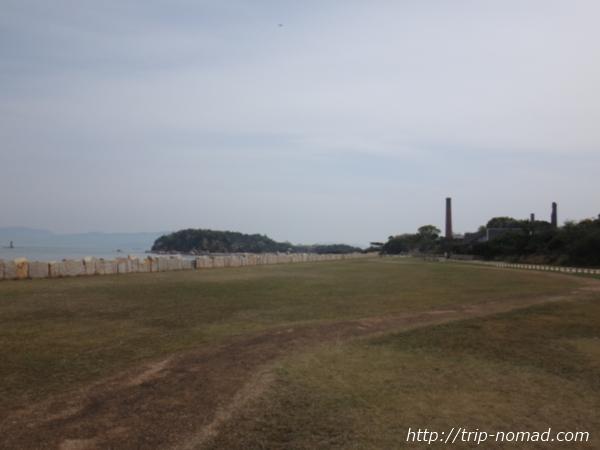 「犬島精錬所美術館」前ビーチ画像