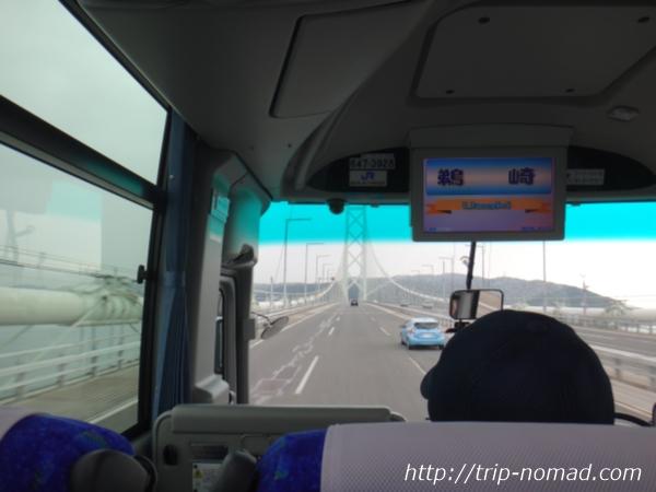 『大阪伊丹空港から淡路島へのバスでの行き方・ルート』明石海峡大橋を渡っているバスの車窓画像