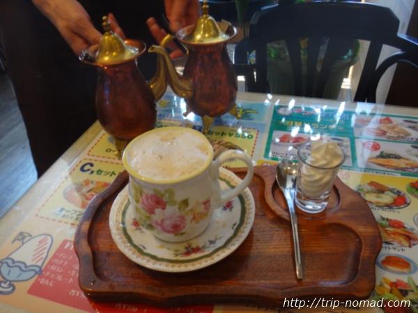 『喫茶ツヅキ』出来あがりカフェオレ画像