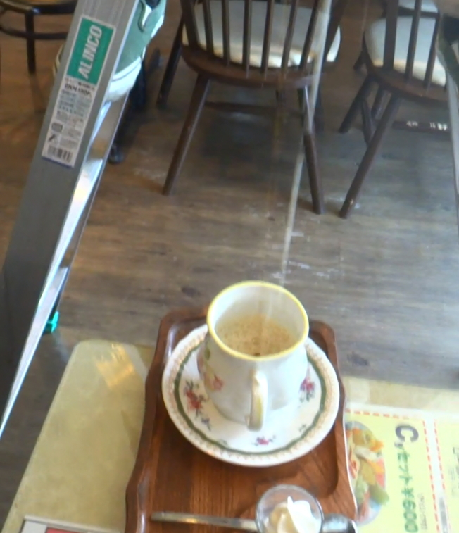 『喫茶ツヅキ』「カフェオレ天井落とし」最中の画像