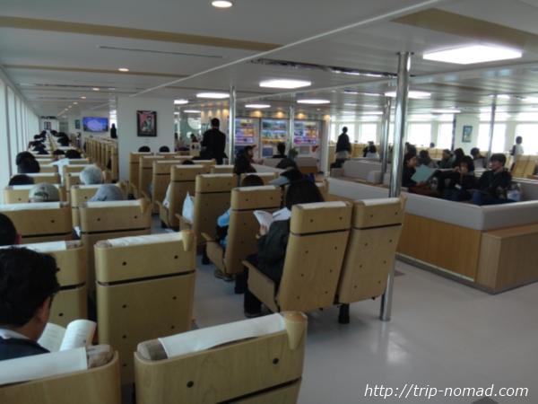 『直島行きのフェリー「なおしま」号』船内画像