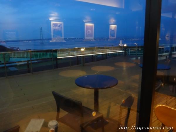 『絶景スタバ 淡路サービスエリア(下り線)店』からの瀬戸内海・明石海峡大橋の夜景画像