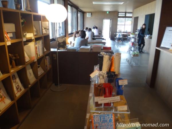 犬島の港のカフェ&土産物屋画像
