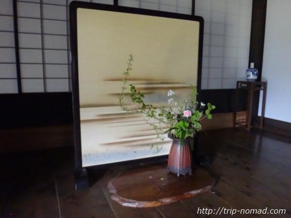 愛媛県宇和島市『古民家與那原家』生け花画像