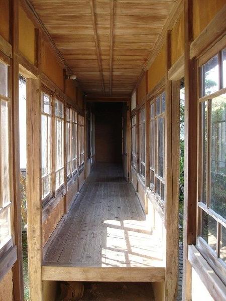 愛媛県宇和島市『古民家與那原家』渡り廊下画像