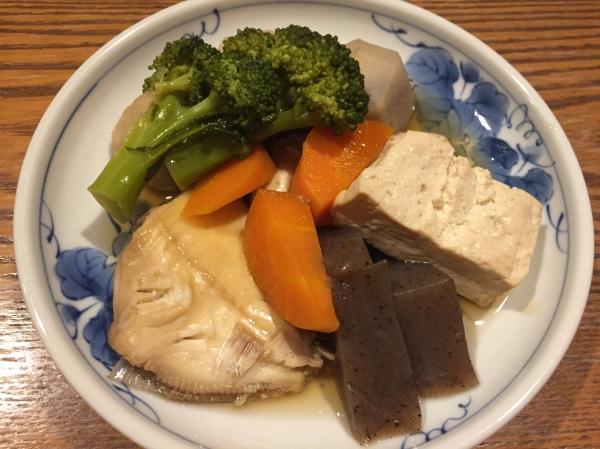 愛媛県宇和島市『古民家與那原家』夕飯ハゲ(カワハギ)と野菜の炊き合わせ画像