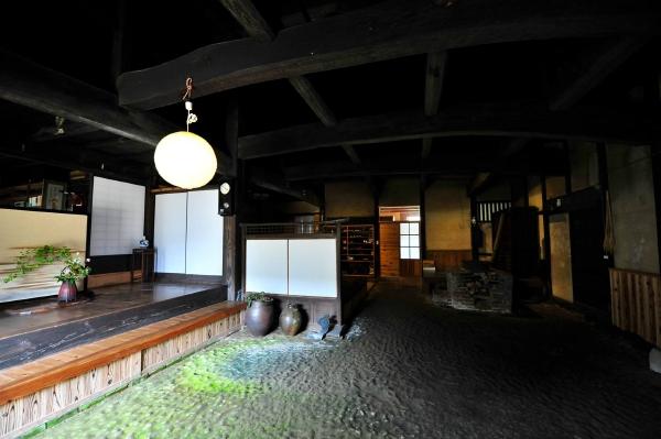 愛媛県宇和島市『古民家與那原家』土間画像