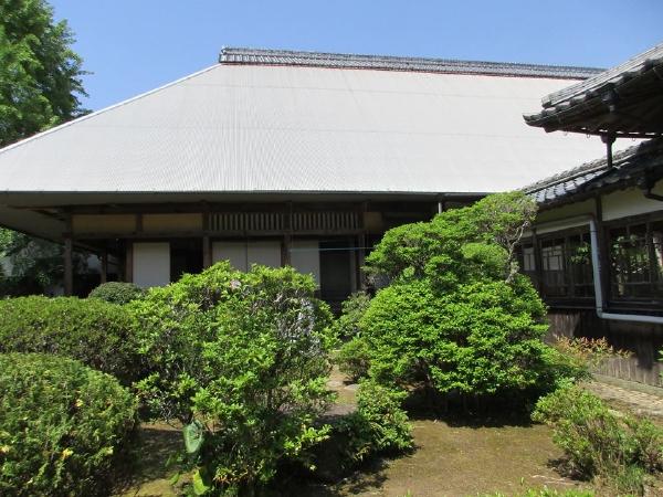 愛媛県宇和島市『古民家與那原家』お庭から見る「主屋」と「離れ」画像
