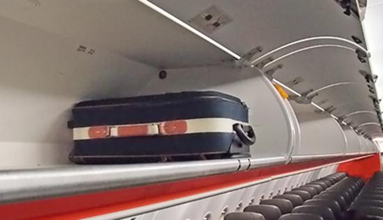 国内LCC航空会社7社の『機内持込手荷物』座席の上の収納棚画像