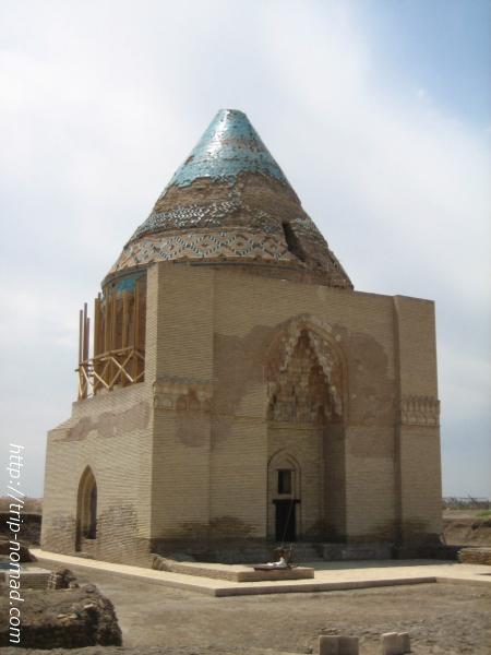 トルクメニスタン世界遺産『クフナ・ウルゲンチ』スルタン・テケシュ廟画像