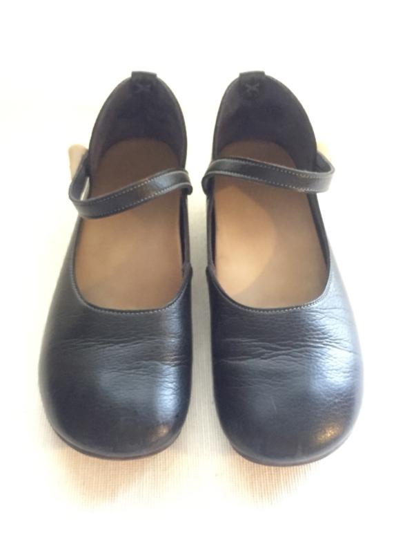 『女子旅おすすめアイテム』「Belle&Sofaやさしい靴工房:株式会社ベル」さんの『特許ナチュラルストラップシューズ アイリー』正面から画像
