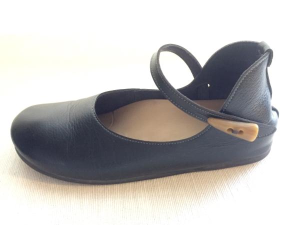 『女子旅おすすめアイテム』「Belle&Sofaやさしい靴工房:株式会社ベル」さんの『特許ナチュラルストラップシューズ アイリー』横から画像
