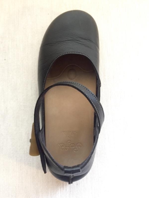 『女子旅おすすめアイテム』「Belle&Sofaやさしい靴工房:株式会社ベル」さんの『特許ナチュラルストラップシューズ アイリー』真上から画像