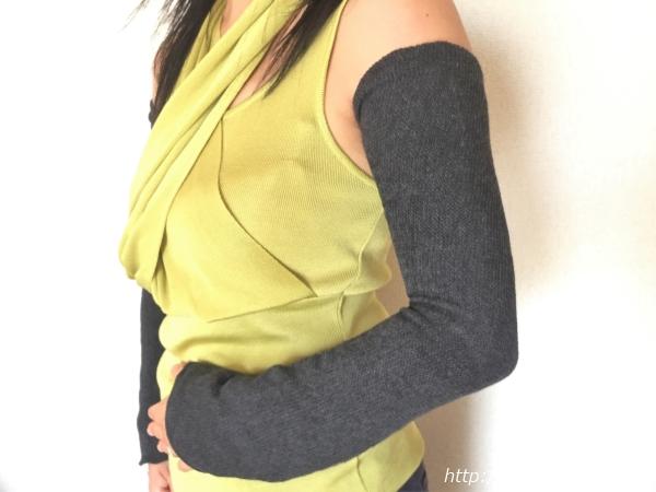 『女子旅冷え性対策』kasane lab.(カサネラボ)さんの『アームウォ―マー』兼『レッグウォーマー』腕に着用時横画像