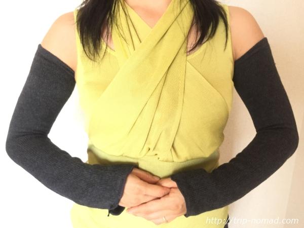 『女子旅冷え性対策』kasane lab.(カサネラボ)さんの『アームウォ―マー』兼『レッグウォーマー』腕に着用時正面画像