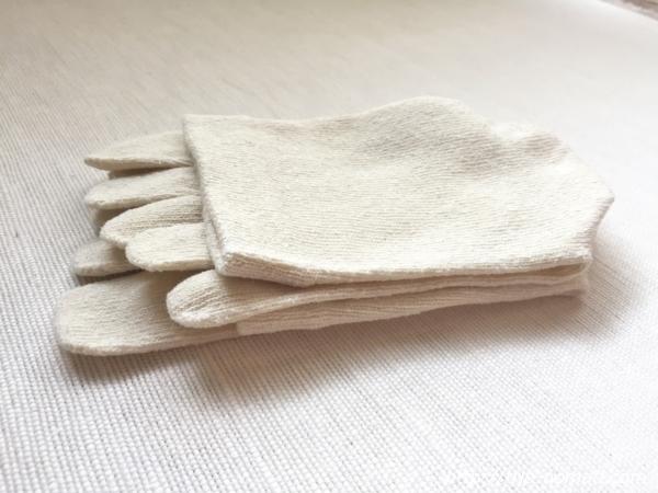『女子旅冷え性対策』「シルクふぁみりぃ」さんの『冷えとり靴下』の「エコシルク靴下」畳んだ時画像