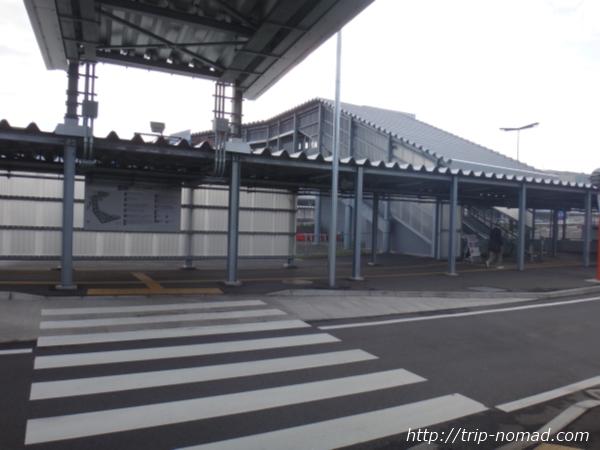 成田空港「第3ターミナル」をバス乗り場から見たところ