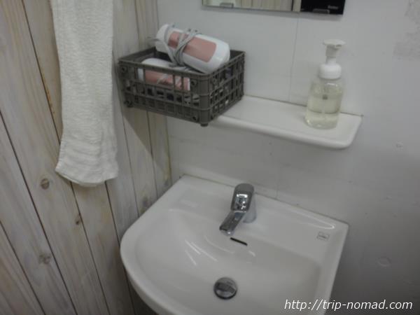 『ホステル&カフェバー バックパッカーズ宮島』洗面台