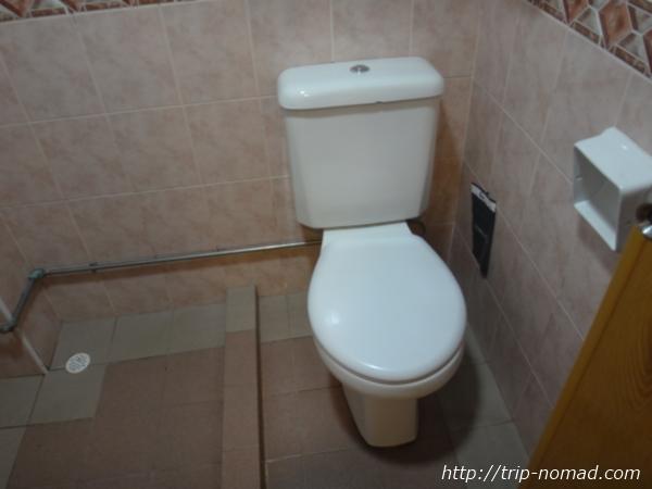 『ホテル ラッキー81』トイレ