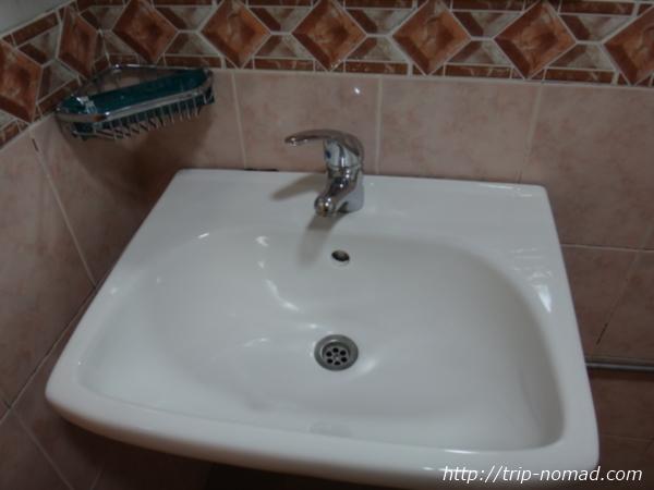 『ホテル ラッキー81』洗面所