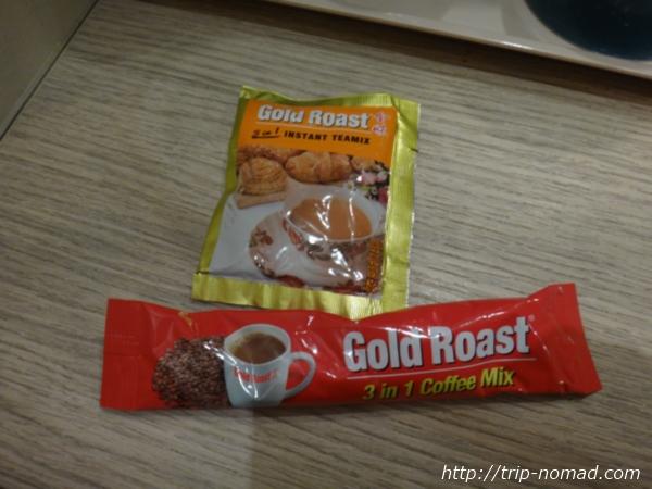 『ホテル ラッキー81』インスタントコーヒーと紅茶
