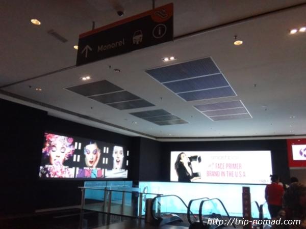 『ホテル セントラル クアラルンプール』モノレール乗り場看板