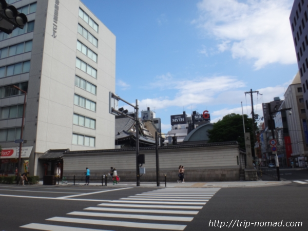 『大阪東急REIホテル』対面の太融寺