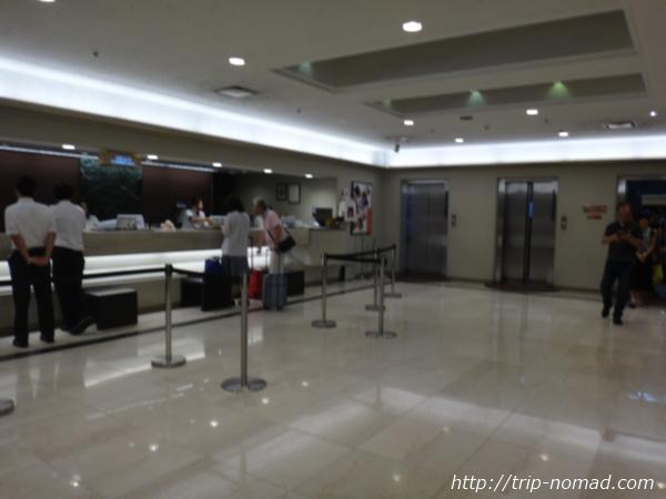 『大阪東急REIホテル』1階フロント