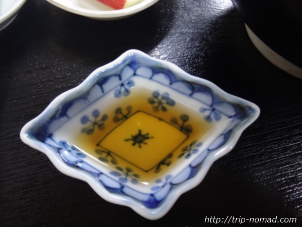青森県弘前市『三忠食堂』『津軽そば』についていた関東風のそばつゆ