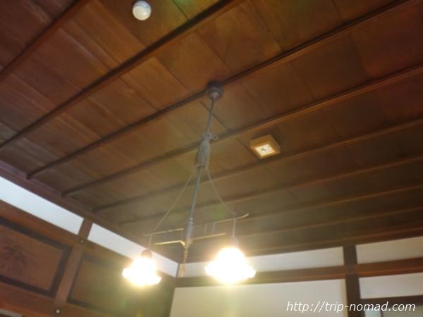 青森県五所川原市『斜陽館』レトロで雰囲気ある照明