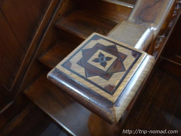 青森県五所川原市『斜陽館』階段手摺の幾何学模様