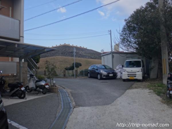 神戸『五色塚古墳』へ行く道古墳登場