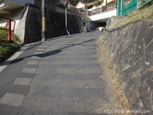 「岡本駅」から『保久良神社』への行き方 急な坂道