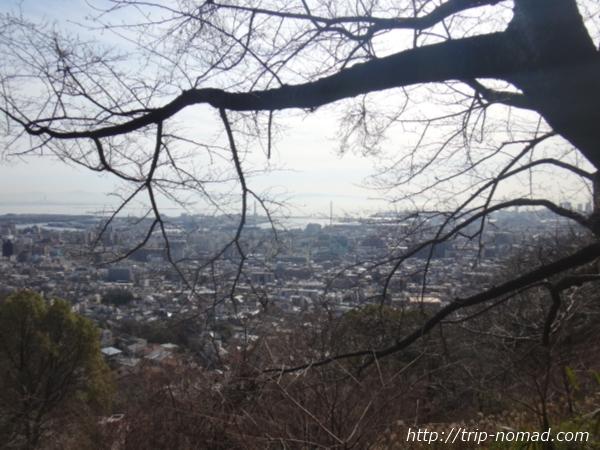 「岡本駅」から『保久良神社』への行き方 道路通行止め