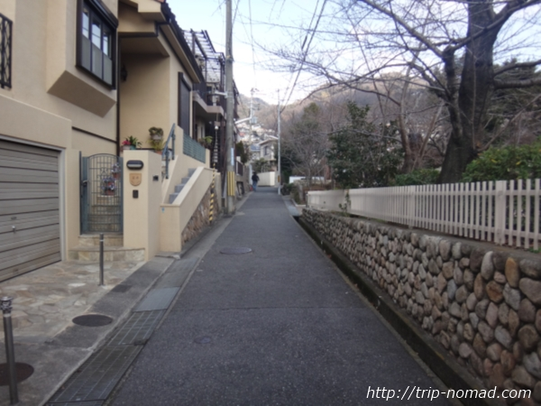 「岡本駅」から『保久良神社』への行き方 駅からそばの公園