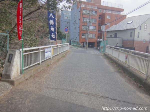 「岡本駅」から『保久良神社』への行き方 天上川の橋
