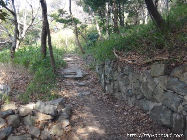 「岡本駅」から『保久良神社』への行き方 金鳥山の山道