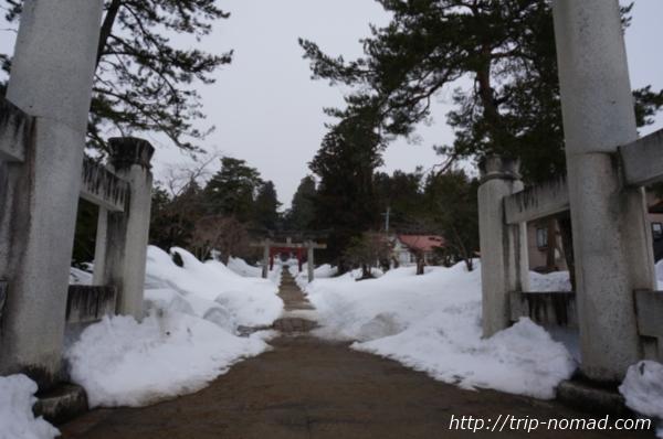 青森県弘前市『岩木山神社』鳥居の先の長い参道
