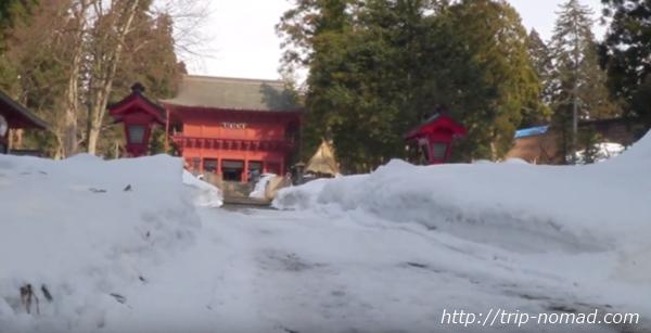 青森県弘前市『岩木山神社』雪が積もる参道