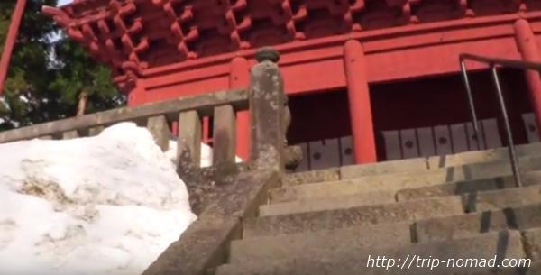 青森県弘前市『岩木山神社』楼門前階段